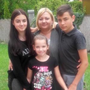 Zsanett és családja