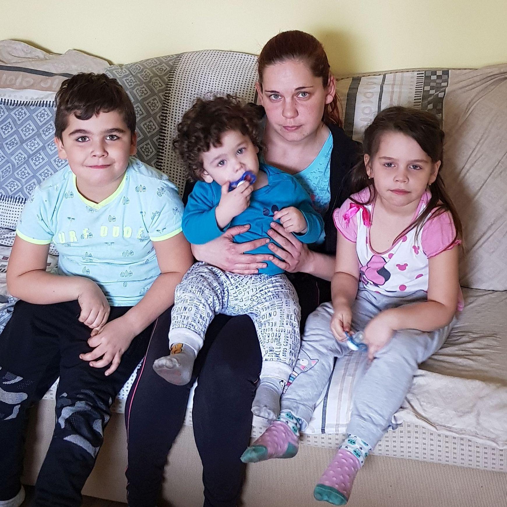 Fedácsik Margit és családja vágott