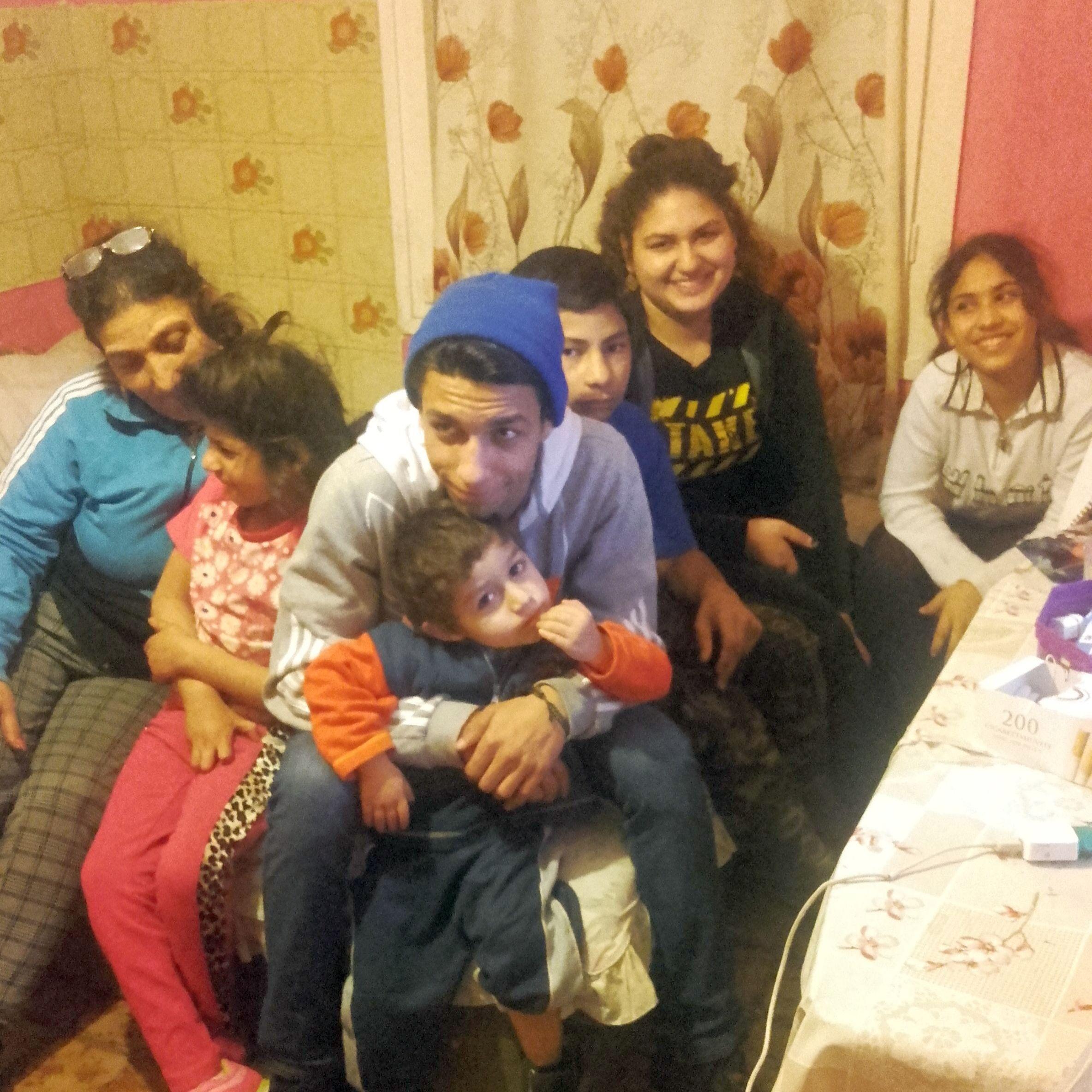 Nagyné Nagy Ildikó és családja vágott